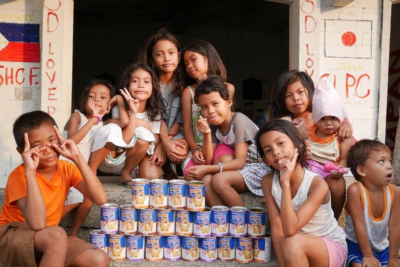 フィリピン・セブ島のスラム地域で防災用パンを提供